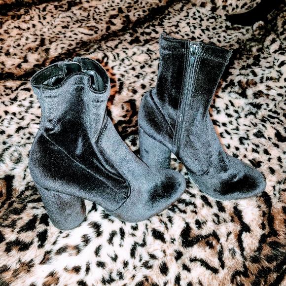 Like new velvet ankle boots